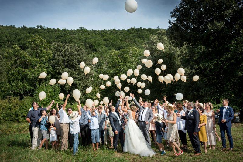 lâcher de ballons des invités