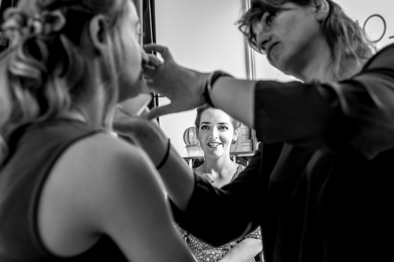 Séance de maquillage au salon d'Emilie à Alès