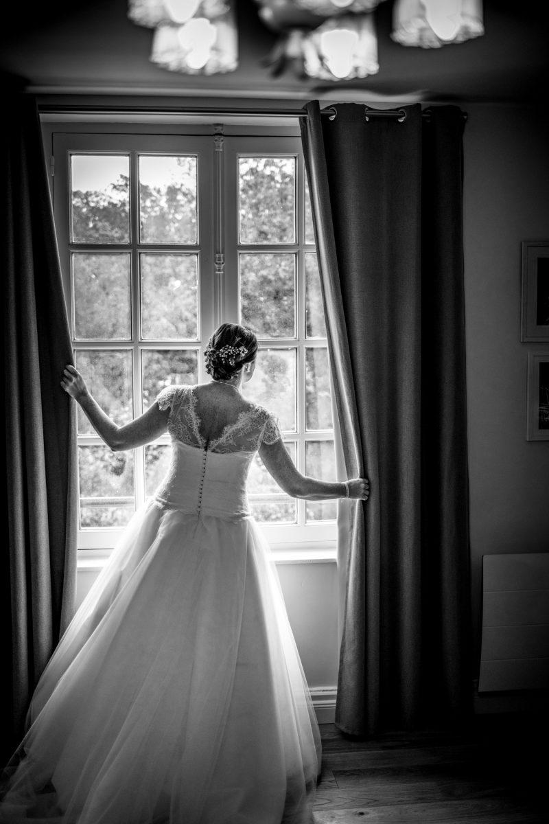 mariée à la fenêtre