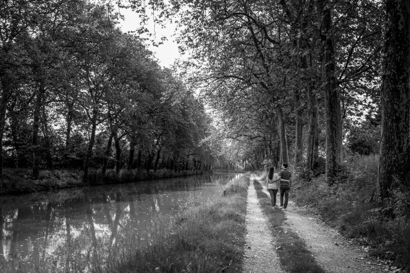 photos d'engagement le long du canal du Midi