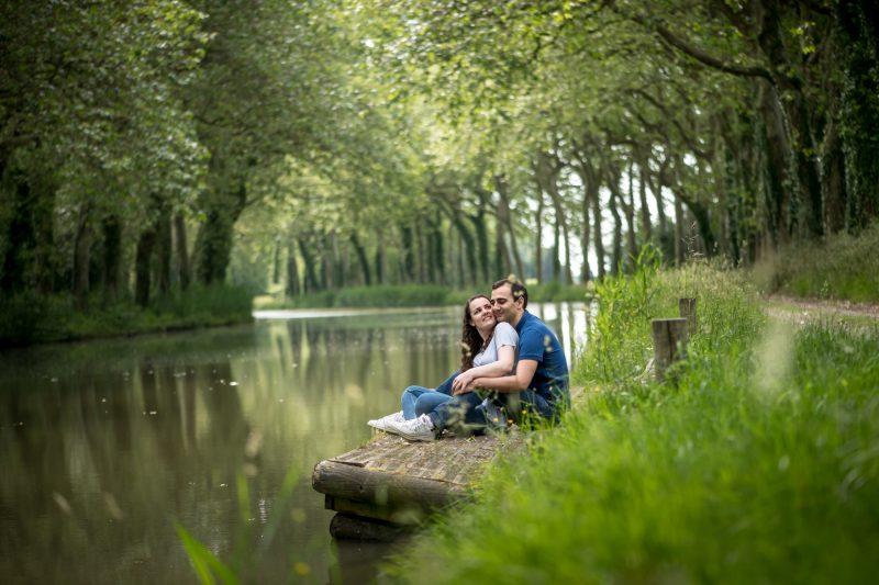 couple sous les platanes du canal du Midi