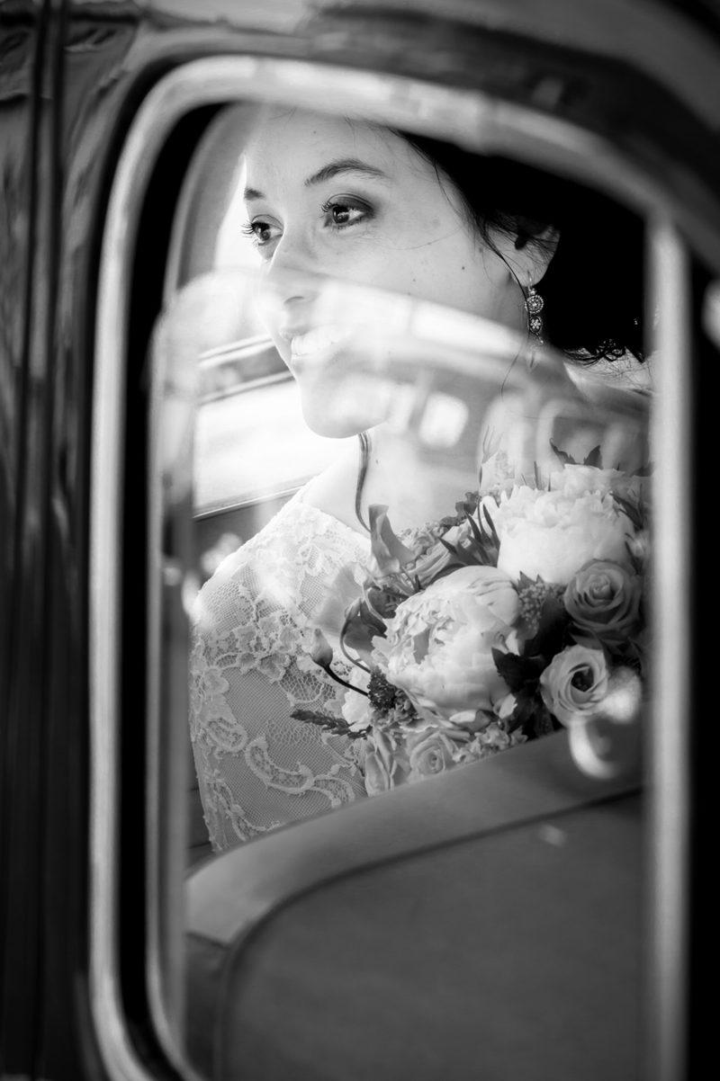 La mariée dans la voiture.