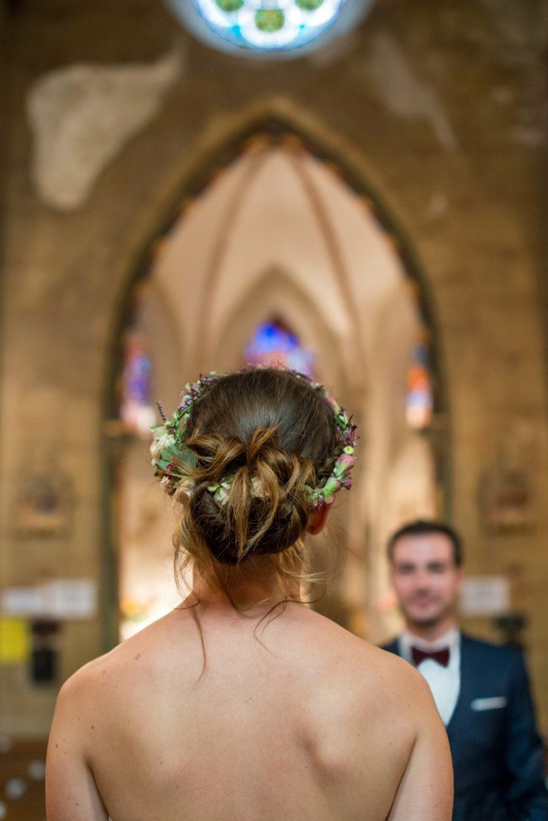 mariée de dos devant son mari
