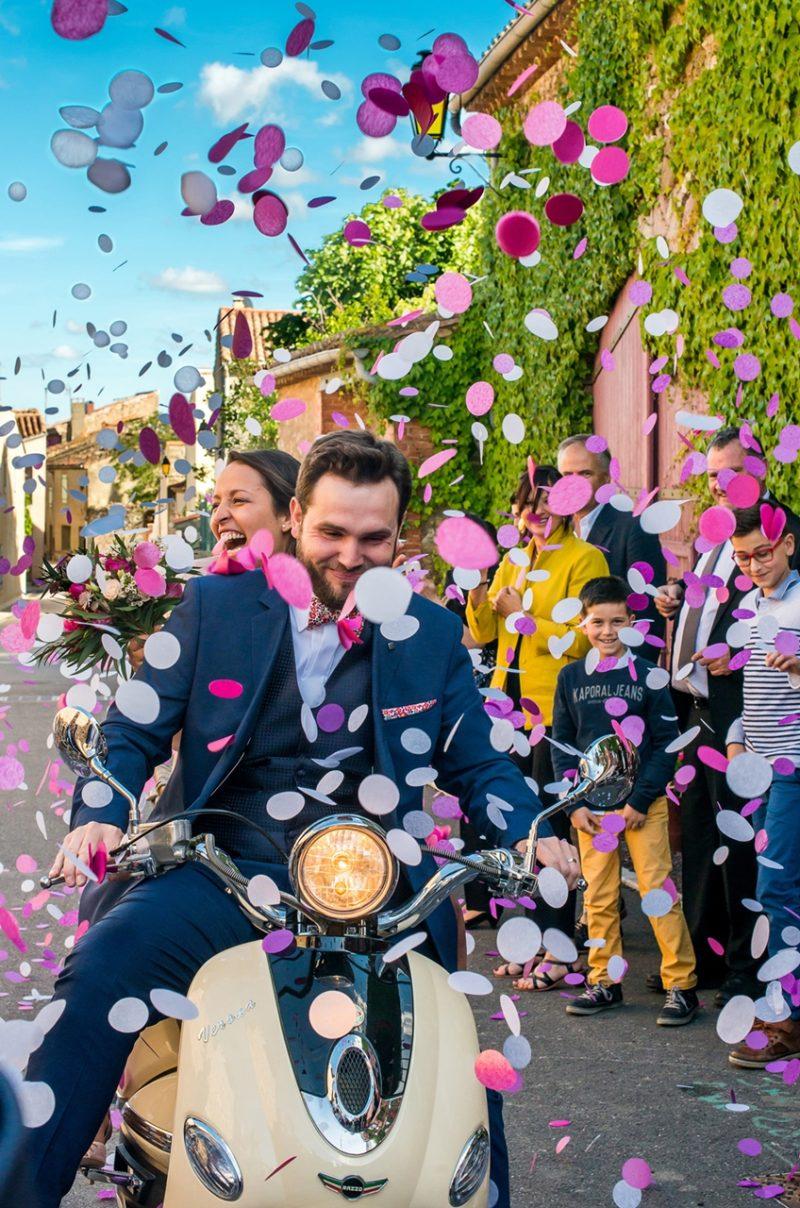 Les mariés à la Vespa (Hérault).